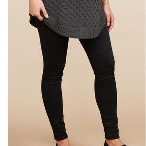 Black skinny maternity leggings with pockets